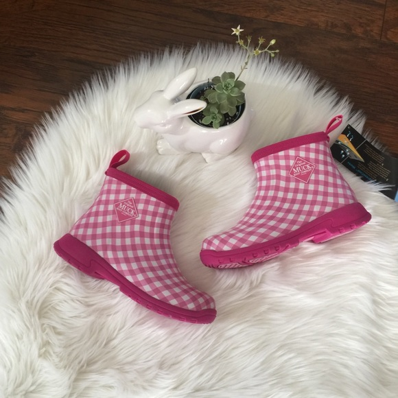 54e928371f1dc9 Muck Boots • Pink Gingham Breezy Ankle Boot